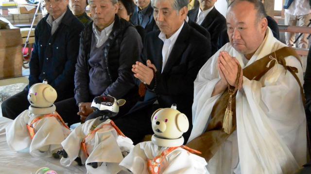 AIBOの葬式=2015年11月19日、千葉県いすみ市大野
