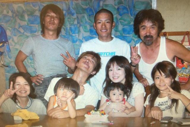 10年前の中さんの家族写真。左上が中和也さん、左下が母親の晶子さんです