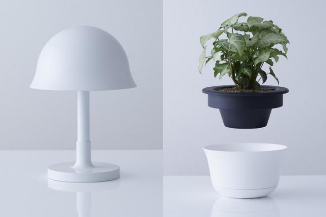 普段はランプシェードになる防災ヘルメット「LAMP」(左)と、観葉植物の鉢植えとなる「POT」(右)。いずれも試作品