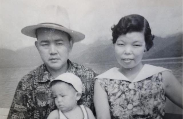 陳建民氏(左)と妻の洋子さん(右)