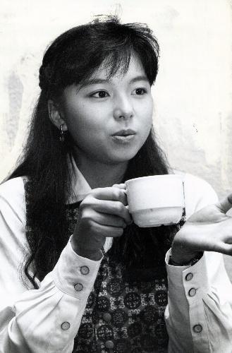 山口智子さん= 1989年11月16日