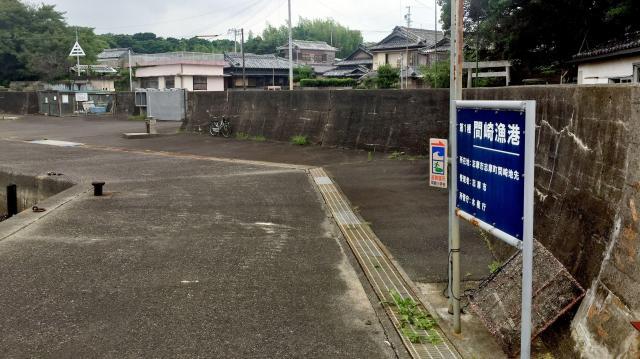定期船が着いたばかりの間崎漁港に人の姿はなかった=三重県志摩市志摩町和具