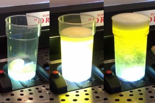 カップをセットすると、底の部分から光とともに渦を巻いてビールが注がれるサーバー「トルネード」