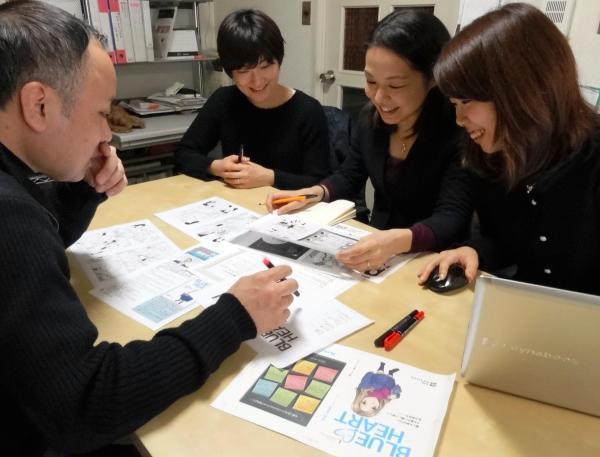 子どもの性を守るための啓発漫画「ブルー・ハート」について打ち合わせをするライトハウスの職員ら=東京都内、大久保真紀撮影