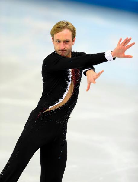 ソチ五輪団体の男子SPで演技するエフゲニー・プルシェンコ=2014年2月、川村直子撮影