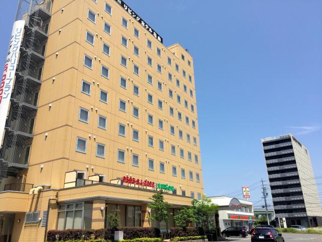 中国人観光客に客層が変わったビジネスホテル。シャープ工場の近くに立つ=三重県亀山市
