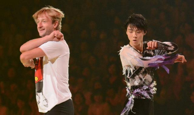 羽生結弦選手と日本のアイスショーに出演したプルシェンコ=2014年6月、菊地洋行撮影