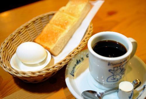 コメダのモーニングサービスには、トーストとゆで卵がつく
