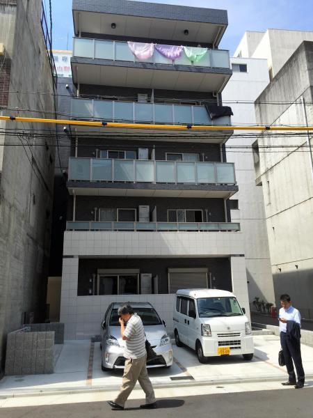コメダ珈琲店1号店があった場所。駐車場付きのマンションに変わっていた=名古屋市西区那古野町2丁目