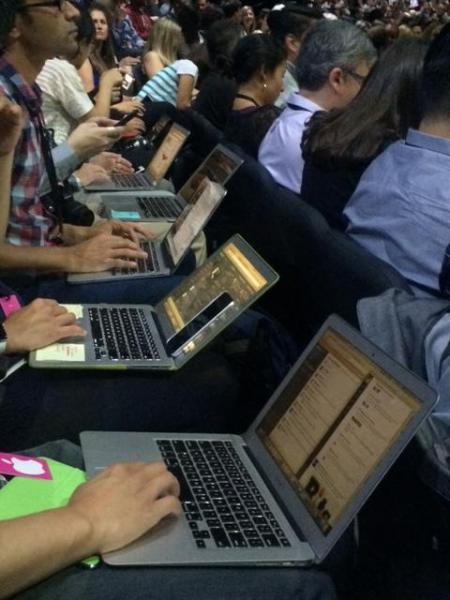 米西海岸では、アップル製品の利用率が非常に高い。記者も多くがアップルのパソコン「マック」を使っている=2015年9月