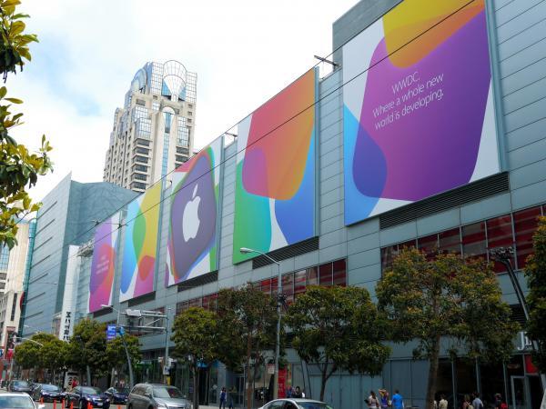 アップル「開発者会議」(WWDC)開催を知らせるサンフランシスコ市内の巨大な看板=2013年6月9日