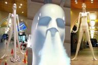 右が通常の「ナナちゃん人形」。中央は鼻息を噴射した時、左はセールの安さに興奮して大きく口を開いた時の様子