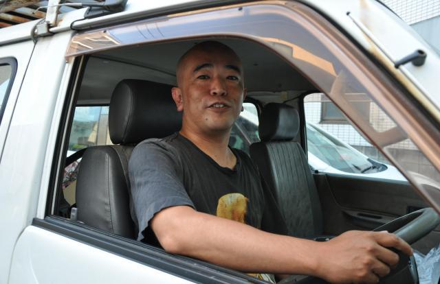 住んでいる福岡から東京への移動も愛車の「選挙カー」で