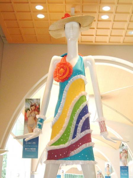 2007年、夏の装いワンピースナナちゃん モード学園学生制作