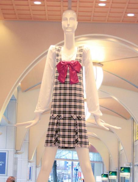 2012年、名鉄百貨店×愛知啓成高校 女子高生ナナちゃん