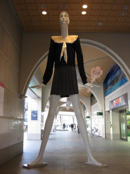 2013年、名鉄百貨店×愛知啓成高校 学生服ナナちゃん