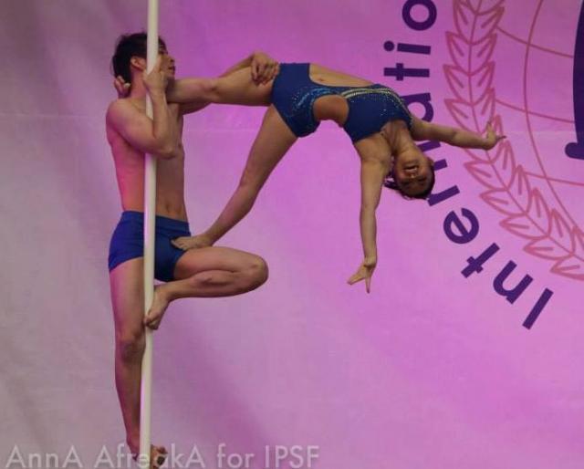 2013年のポール・スポーツ世界大会に出場した中和也さんと岡本雅世さん