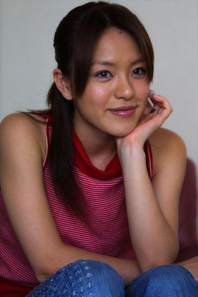 インタビューに応える今井絵理子氏=2001年6月26日