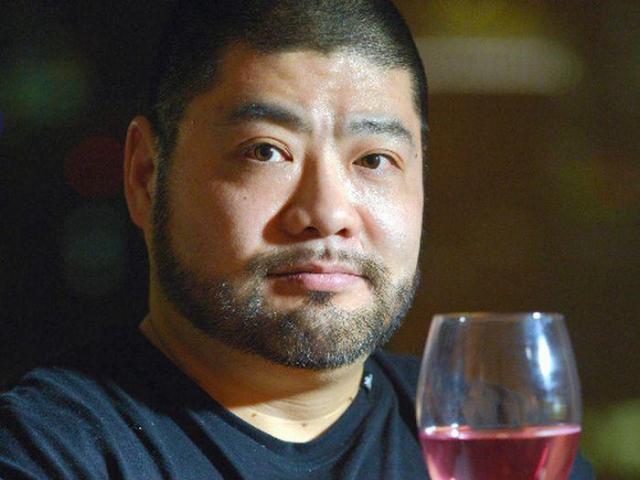 ワイングラスを掲げ「ルネッサ~ンス!」という持ちギャグで知られる髭男爵の山田ルイ53世さん