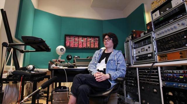 曲作り、レコーディング、ミックスダウンなどができるTAKUYAさんのプライベートスタジオ=竹谷俊之撮影