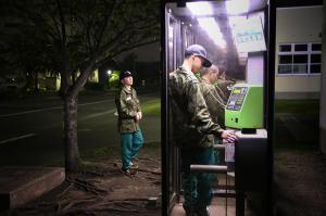 「少年自衛隊」、電話ボックスの自由時間 ...
