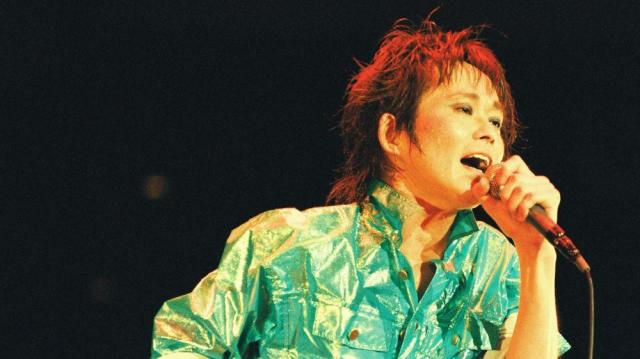 フジロックに計7回出演した故・忌野清志郎さんは反原発ソング「サマータイム・ブルース」などで、政治的なメッセージを発信してきた=写真は1992年4月18日に武道館で撮影