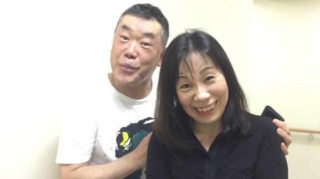 ギャンブル依存症の家庭で育った落語家の桂雀々さん(左)と田中紀子さん