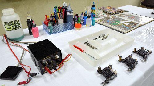 押収された刺青の施術用具
