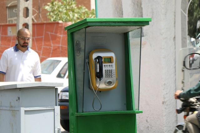 イランの公衆電話はこんなふうに立っています。首都テヘランで
