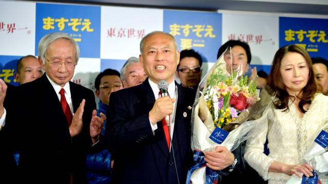 当選を決め、あいさつする舛添要一氏=2014年2月9日