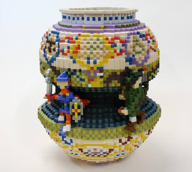 「超絶技巧」の陶芸で知られる初代・宮川香山のオマージュ。つぼにつく人形をRPG風のキャラに置き換えた。「元ネタを知ってる人なら、笑ってもらえるはず」