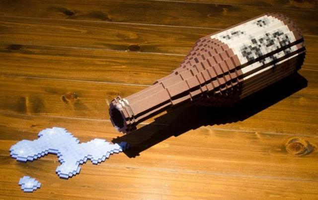 床に転がる銘酒「久保田」を題材にした作品