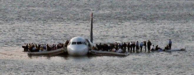 出典:『機長、究極の決断 「ハドソン川」の奇跡』より