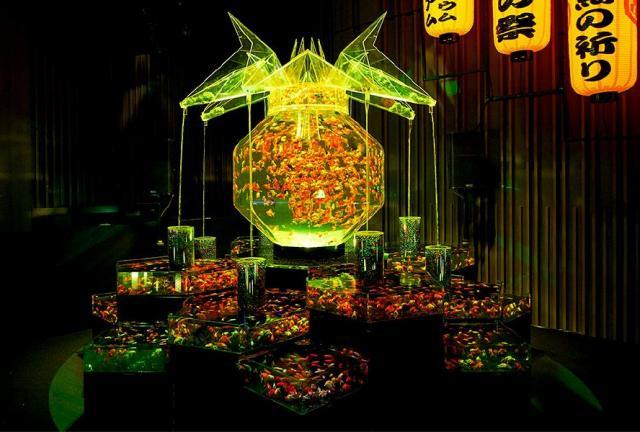 東京会場に展示されている過去最大規模の金魚鉢作品