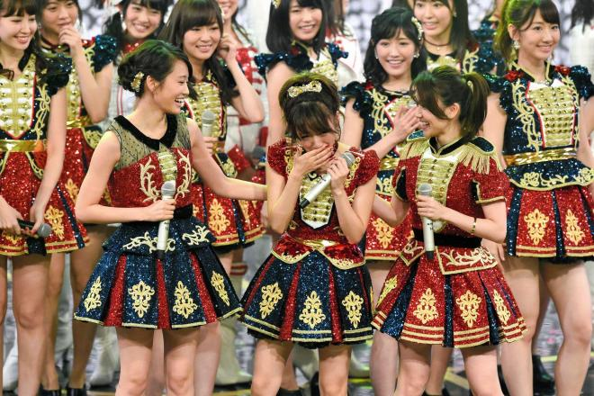 2015年12月31日のNHK紅白歌合戦、AKB48のステージでは、2016年3月での卒業を明らかにしている高橋みなみさんの応援に、前田敦子さんと大島優子さんがサプライズ出演した