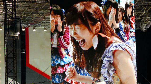2016年の第8回AKB総選挙で渡辺麻友さんが2位で名前を呼ばれたときに大画面に映された指原莉乃さん=2016年6月18日