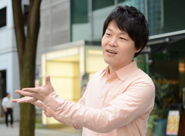 極爆を仕掛けた企画室長の遠山武志さん。企画の発案、宣伝、イベントの進行まで1人でこなす。映画をプロデュースするのが夢だ=東京都立川市曙町2丁目