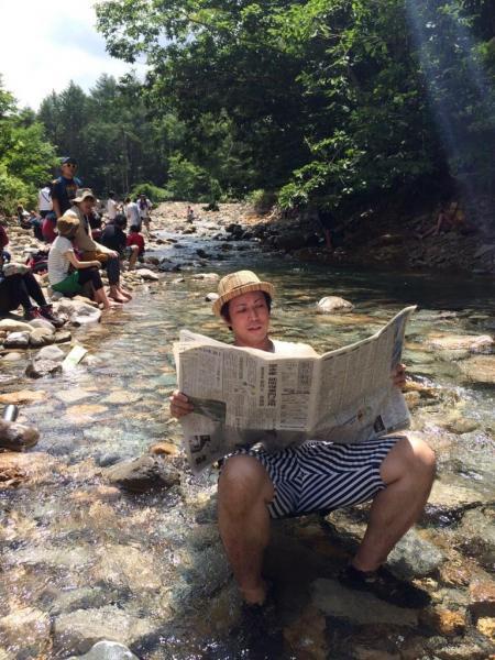 #フジロック で大自然を感じながら #かっこよく新聞読む