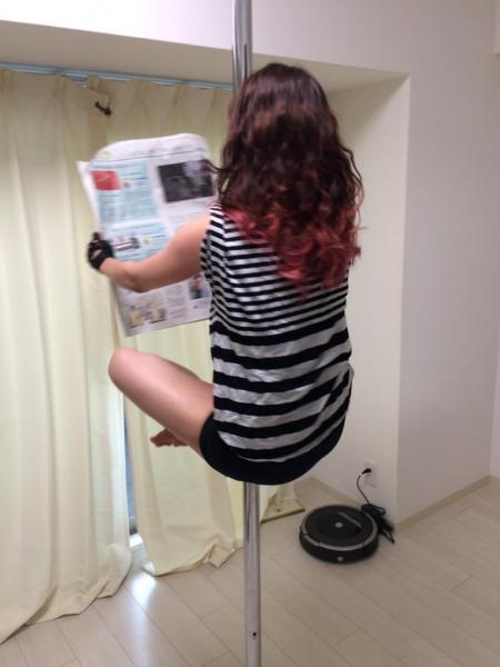 空中浮遊?で #かっこよく新聞読む