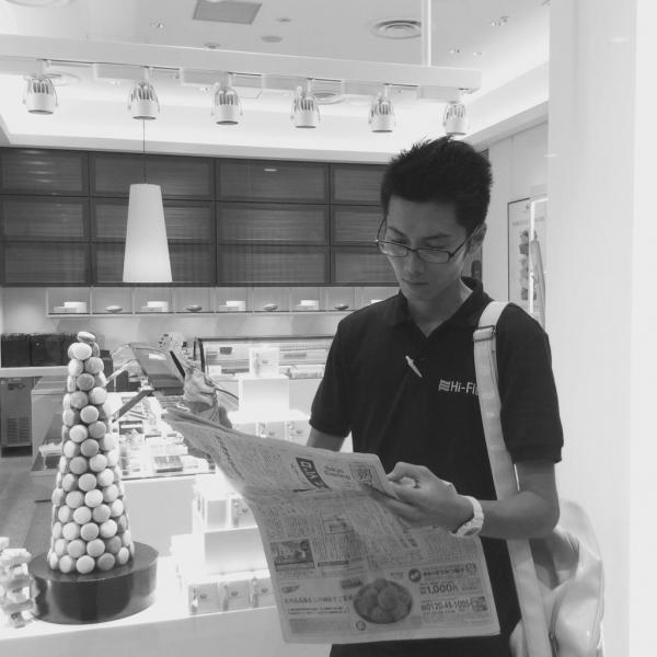 【読者投稿】待っているあいだにアイスクリームを食べながら #かっこよく新聞読む