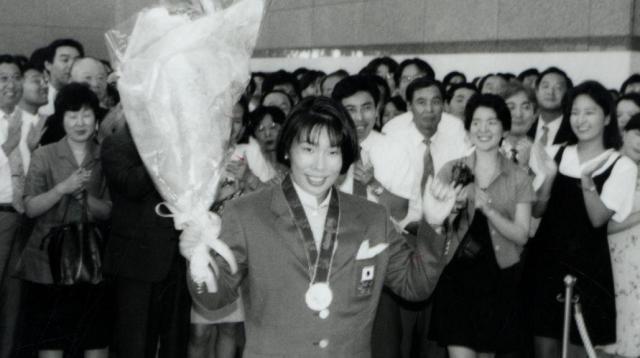 アトランタ五輪女子柔道61キロ級で金メダルを獲得し凱旋式に臨む恵本 裕子さん