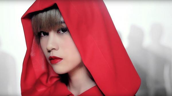 マレーシアのアイドル、ミチヨ・ホー(何念茲)さんのミュージックビデオの一場面