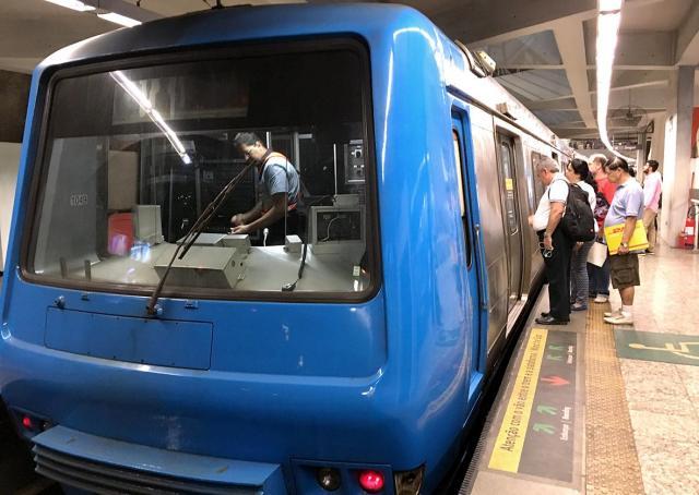 リオの地下鉄。車内ではスマホを出してもそれほど危険を感じなかった=寺島隆介撮影