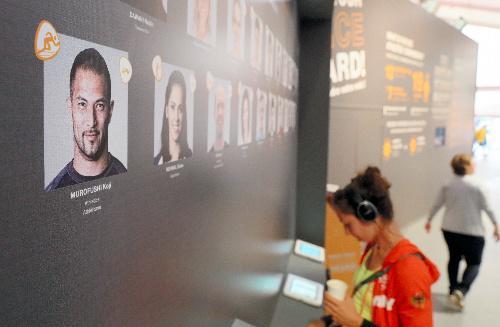 選手村に設けられたIOCのアスリート委員の投票所。室伏広治さんの顔写真も並んでいた=2016年8月2日、ブラジル・リオデジャネイロ、西畑志朗撮影