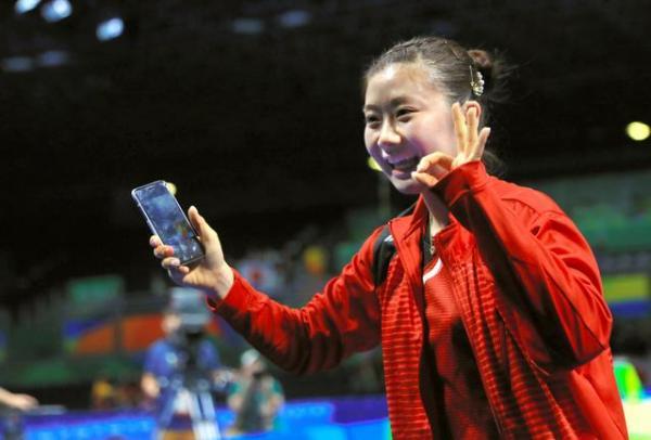 【リオ五輪】女子シングルス準々決勝をストレートで勝利し、笑顔の福原愛=長島一浩撮影
