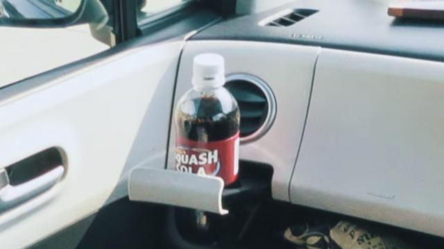 ペットボトルのキャップが飛ぶ瞬間=日産自動車提供