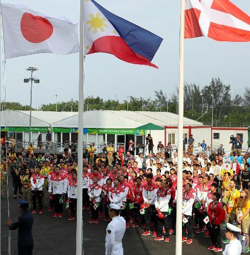 選手村への入村式に臨む日本の選手団=2016年8月2日、ブラジル・リオデジャネイロ、西畑志朗撮影