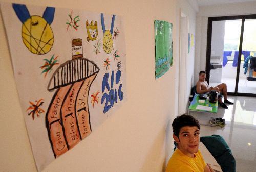 選手村のオーストラリア代表選手の自室。子どもが描いた絵が掲げられていた=2016年8月2日、ブラジル・リオデジャネイロ、西畑志朗撮影