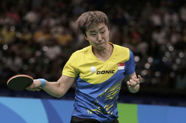女子シングルス準々決勝で福原愛選手と対戦したシンガポールの馮天薇選手=リオ、2016年8月9日