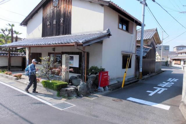 陸路と水路の分岐点。東海道を江戸から来た人々は、現在の滋賀県草津市で船か徒歩かを選んでいた。